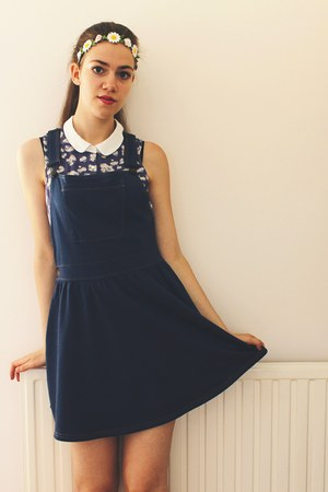 daisy new look top - pinafore Matalan dress - Claires hair accessory