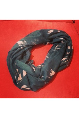 dark green Trendis scarf