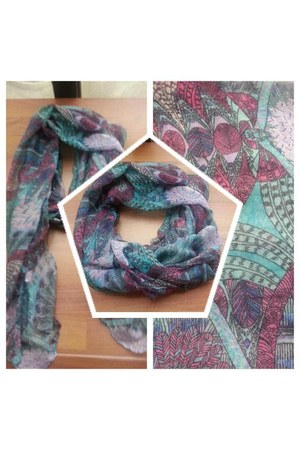 Trendis scarf