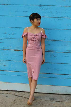 pink romance dress Stop Staring dress - nude peep toe thrifted vintage heels