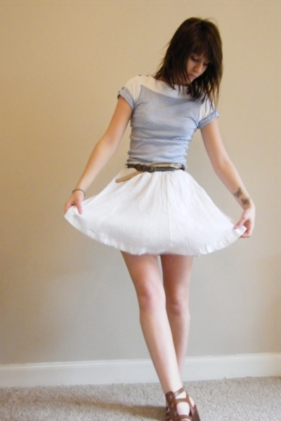 white vintage skirt - brown Nine West shoes - blue Primark t-shirt