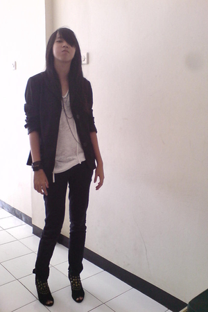 black Mango blazer - white tie - black pants - black boots