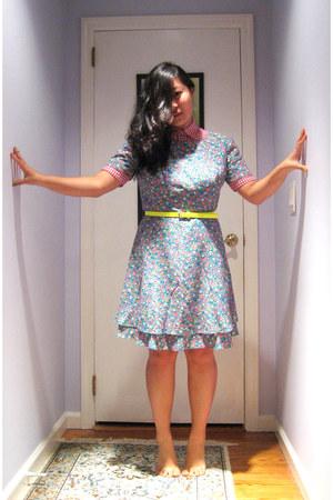 light yellow skinny Gap belt - aquamarine floral print Maggy London dress