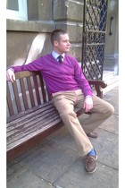 beige banana republic pants - magenta Uniqlo cardigan - brick red Zara tie