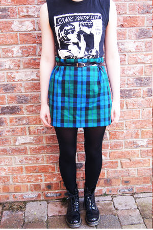 black vintage t-shirt - green vintage skirt - doc martens boots