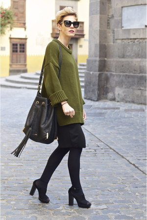black Pantai skirt - olive green Zara sweater - black Uterque bag