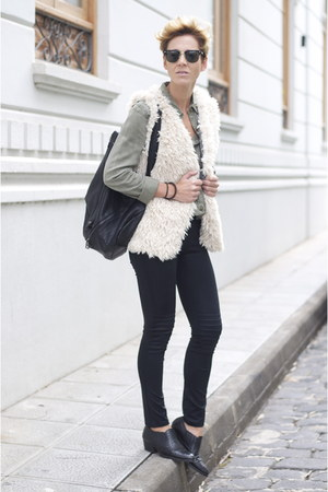 black Uterque shoes - black Zara leggings - black pull&bear bag
