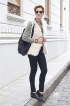 black Uterque shoes - black Zara leggings - black pull&bear bag