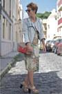 Beige-zara-dress-coral-uterque-bag-black-ray-ban-sunglasses