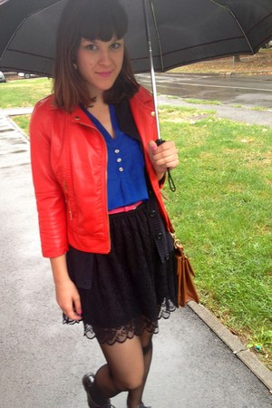 black New Yorker skirt - red New Yorker jacket - tawny vintage bag