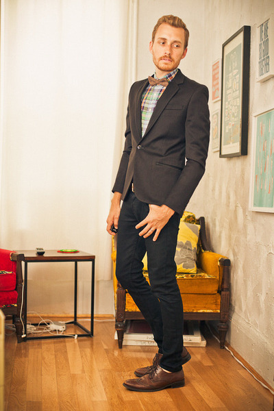 brown wingtip Alfani shoes - black lip service jeans - black H&M blazer - linen