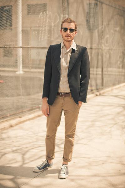 Converse shoes - BDG shirt - Ray Ban sunglasses - Levis pants