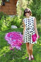 navy blue polka dot dress - Pink clutch bag