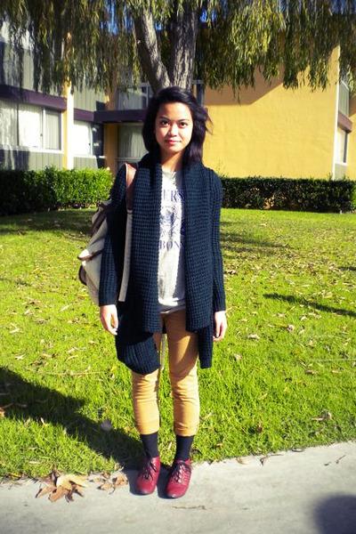 bycorpus sweater - Paris t-shirt - BDG pants - madewell socks - UO shoes - UO ba
