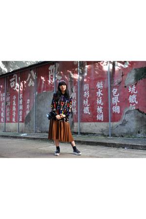 vintage shirt - ALand hair accessory - brown Zara skirt - black GU sneakers