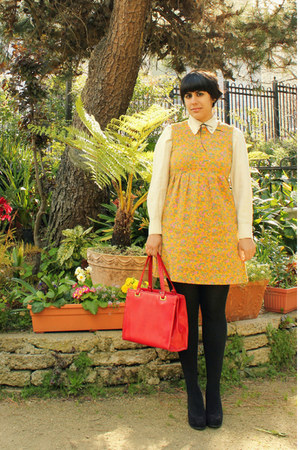 mustard vintage dress - black H &amp; M tights - red vintage purse