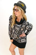 Black-vintage-sweater-black-vintage-hat