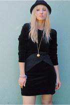 Black-velvet-vintage-dress