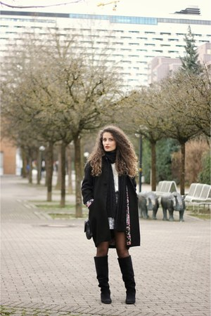 black knee high Forever 21 boots - black Ovs Industry coat - ivory H&M sweater