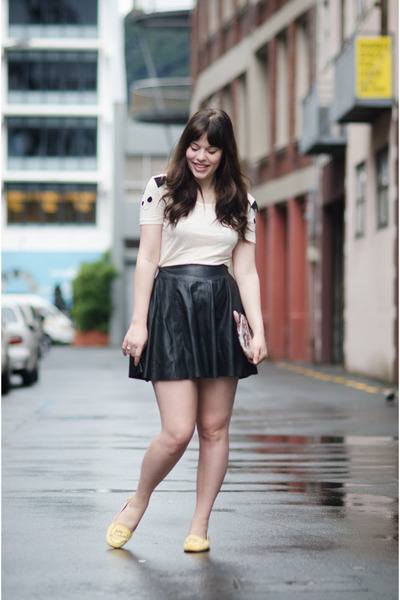 white cat pepa loves t-shirt - black leather Muubaa skirt