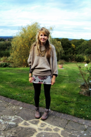 Primark sweater - Topshop top - Topshop leggings - Topshop shoes - Primark neckl
