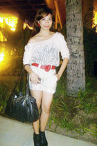 beige vintage top - beige random shorts - red vintage belt - black H&M shoes