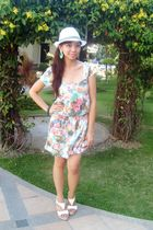 pink Pink Manila dress - white my dads hat - white Parisian shoes - green bazzaa