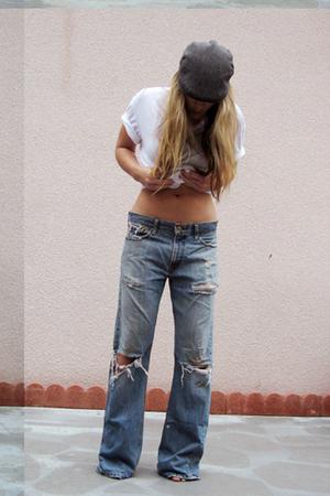 gray Shandon hat - blue Levis jeans - white DKNY t-shirt