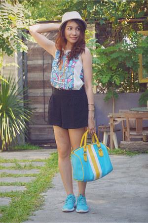 sky blue BAGS IN THE CITY bag - beige SM hat - black SM shorts