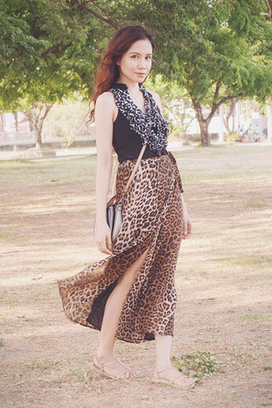 black wwwlovechicph skirt - light brown Guess bag - light pink Parisian sandals