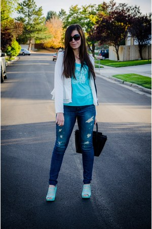 My Sisters Tee t-shirt - American Eagle jeans - blackfive jacket