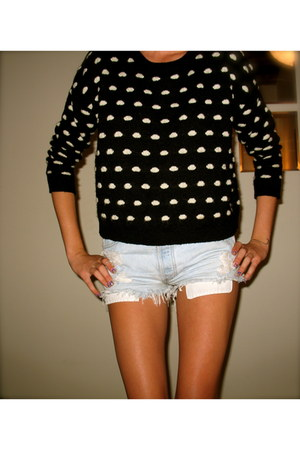 Forever21 sweater - Vintage Levis shorts