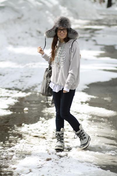 herringbone Sorel boots - 7 for all mankind jeans - tylie malibu bag