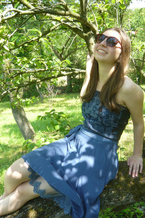 blue embroidered thrifted top - crimson sunglasses - Stradivarius ring