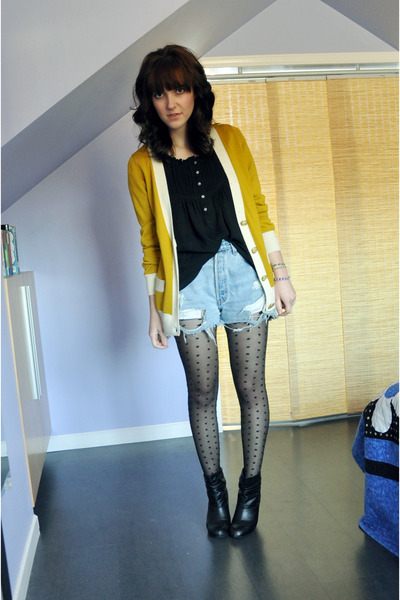 neutral Urban Outfitters tights - black Zara boots - light blue Levis shorts