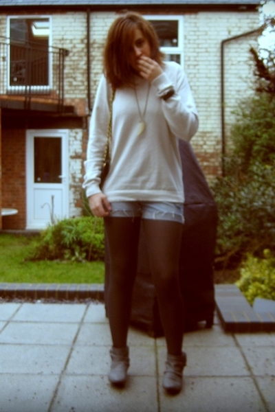 Primark sweater - Newlook shorts - Dorothy Perkins tights - Zara boots - Miss Se