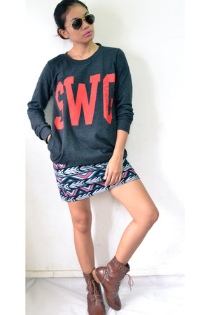 gray sweater - brown boots - ruby red printed skirt