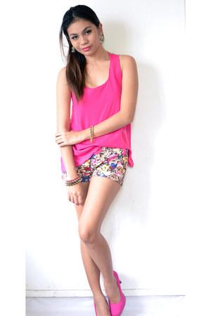 hot pink floral shorts - hot pink Primadonna top - hot pink pumps heels