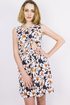 Knotty daisy dress
