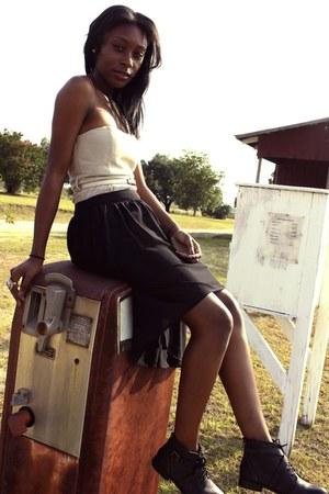 beige cotton dress - black polished ankle boots - beige belt