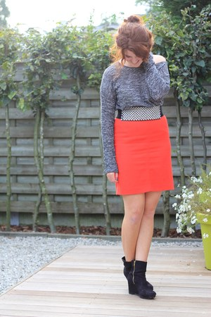 red vintage skirt - black H&M boots - heather gray H&M sweater