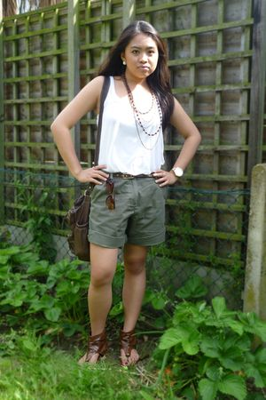 white H&M top - red herring shorts - brown linzi shoes - brown TK Maxx purse