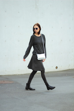gray Monki skirt - veromoda vest