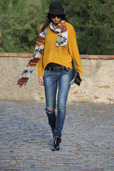 tawny lindex sweater - black Steve Madden boots - navy Zara jeans - black hm hat