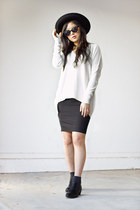 black pencil Express skirt - black chelsea boots
