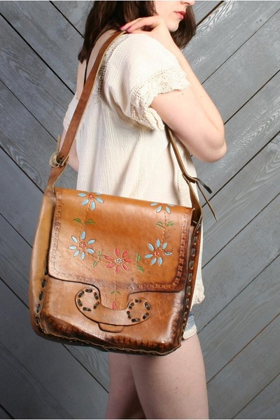 tawny tooled leather LUCKY VINTAGE purse