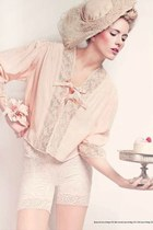 ivory lace vintage bodysuit - nude 1950s vintage hat