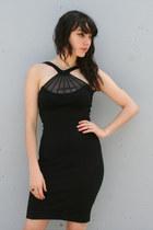 Black-vintage-cache-dress