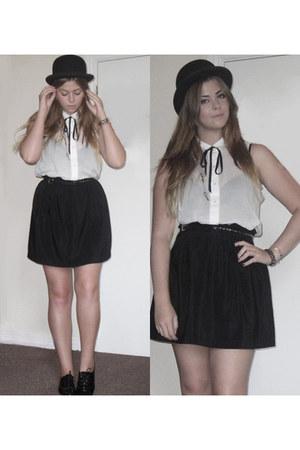 black bowler vintage hat - black paper bag new look skirt