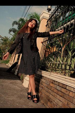 black vintage dress - black blazer - black shoes